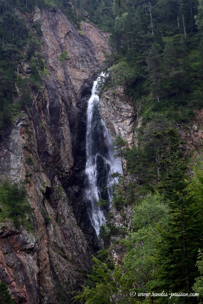 Cascade en montant au lac d'Ourrec - Hautes-Pyrénées