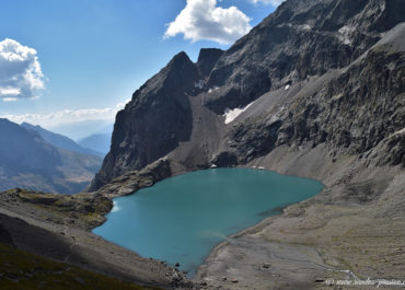 Le lac de L'Eychauda et le col des Grangettes