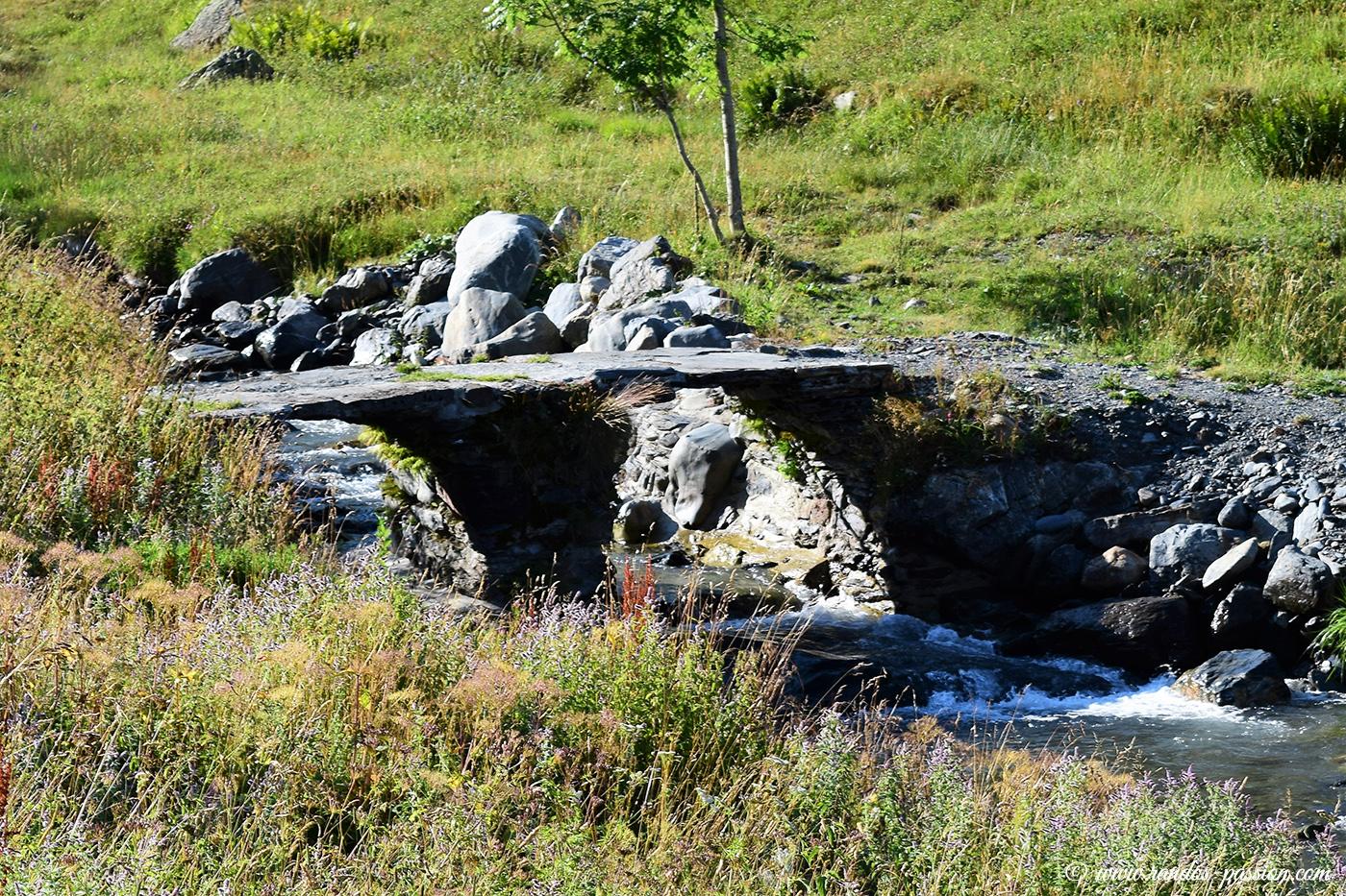 Pont sur le ruisseau de Campbieil