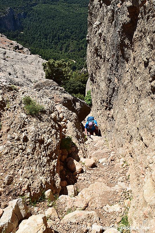 Petite main courante pour accéder au plateau des Roques de Benet