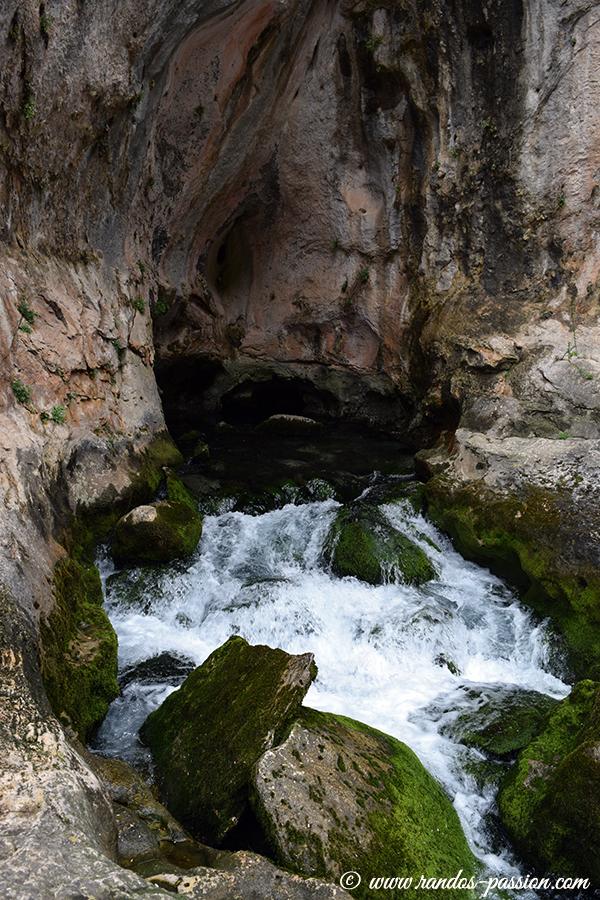 El nacimiento del rio Pitarque