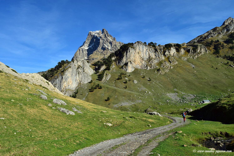 Le pic du Midi d'Ossau vu du plateau de Bious