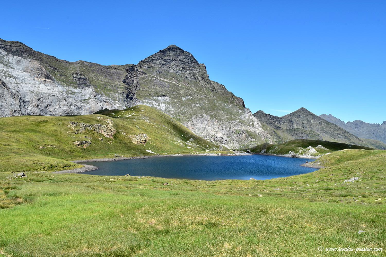 Les lacs de Barroude et le pic de la Gela