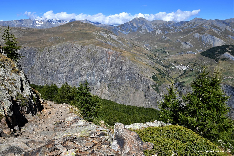 Sur le sentier du lac de Puy Vachier - Massif de la Meije - Hautes-Alpes