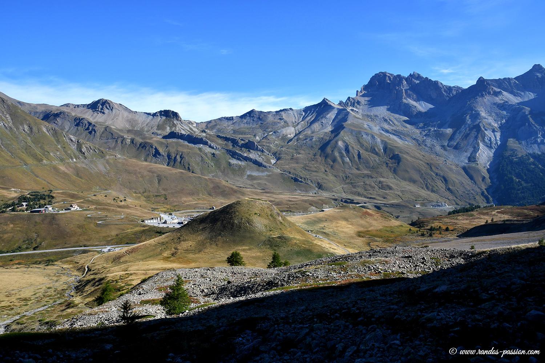 Vue sur le col du Lautaret et le col du Galibier