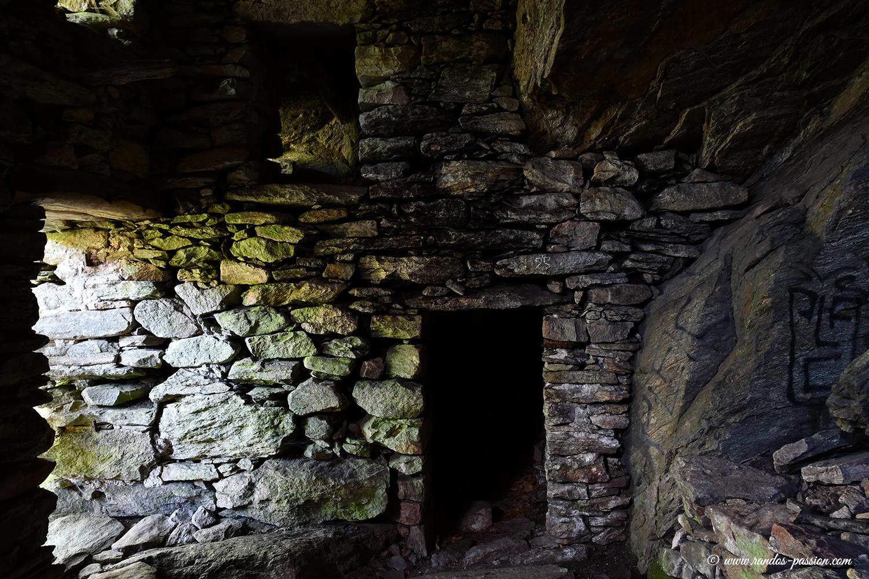 Les troglodytes des gorges de la Colombieres - Hérault