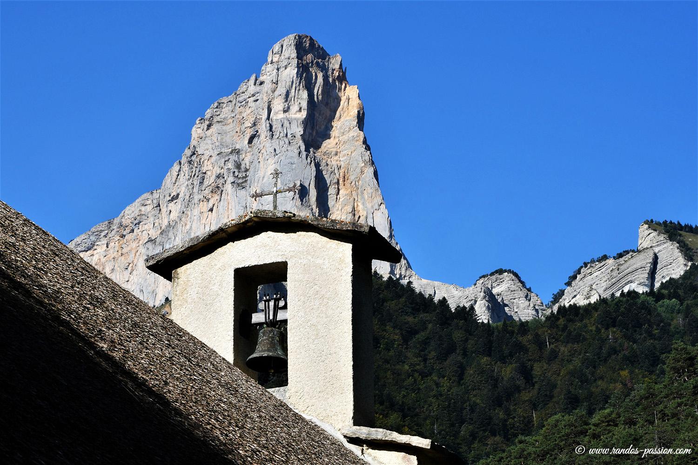 Le Mont Aiguille et la chapelle de Trezanne