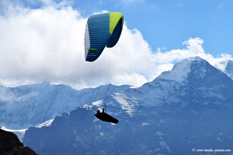 Parapentiste et face nord de l'Eiger