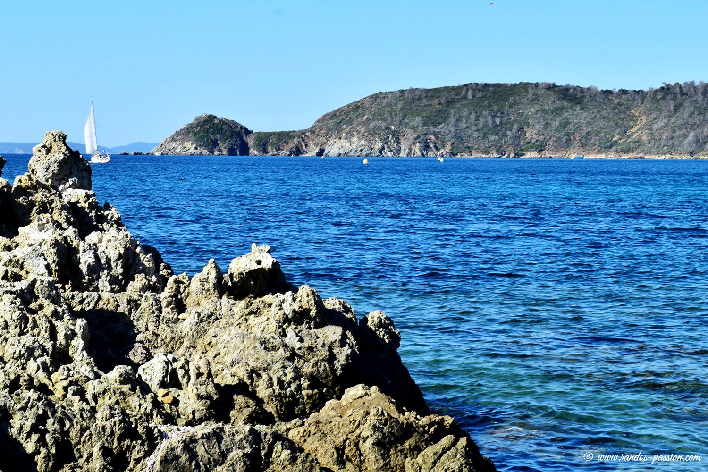 Le sentier du littoral Varois - Vue vers le Cap Lardier
