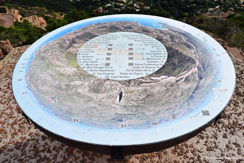 La table d'orientation du Rastel d'Agay