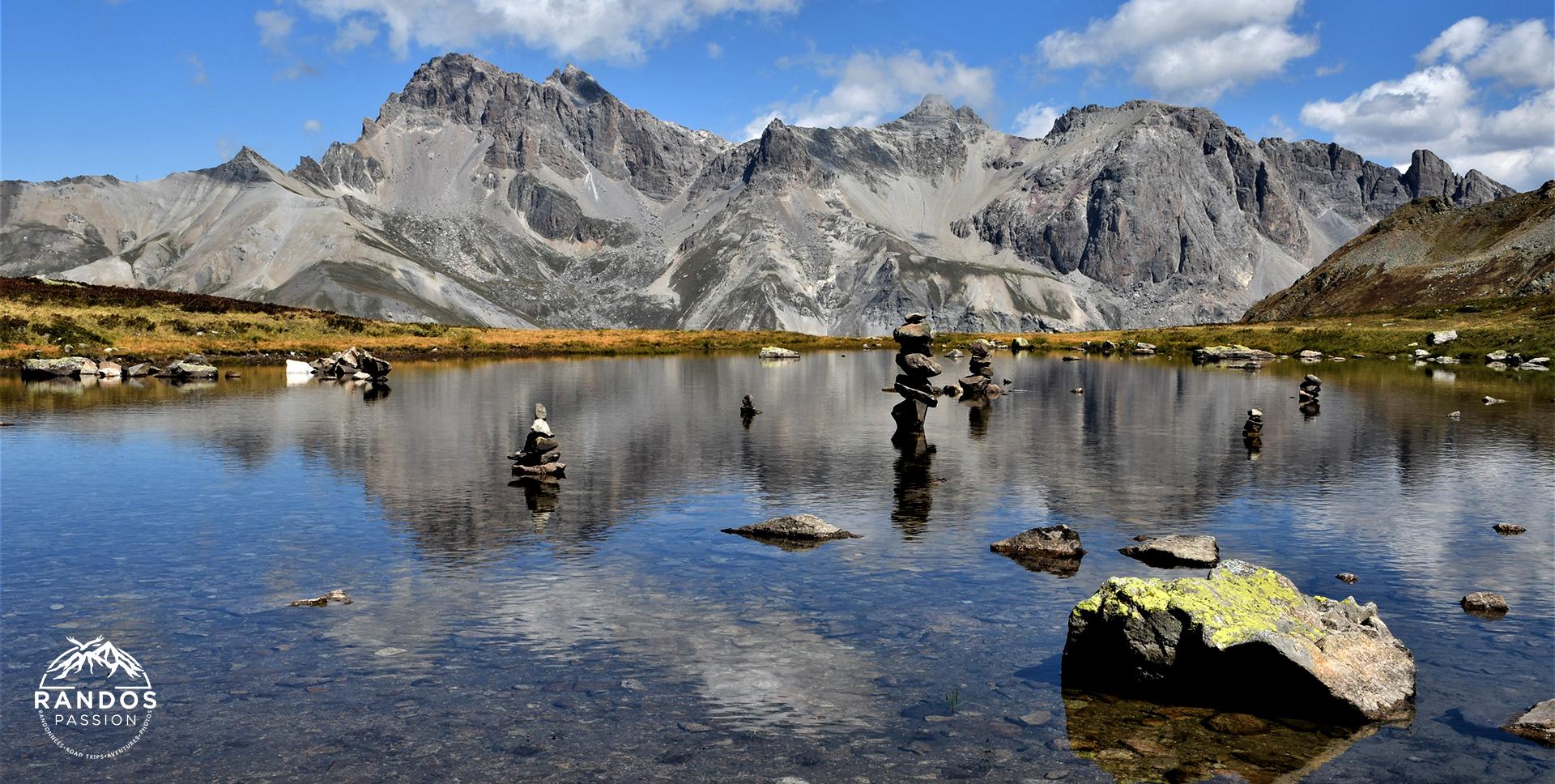 Le petit lac de la combe de Laurichard - Massif des Ecrins