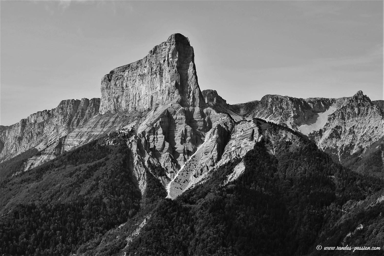 Le Mont aiguille vu depuis le pic de l'Aubeyron