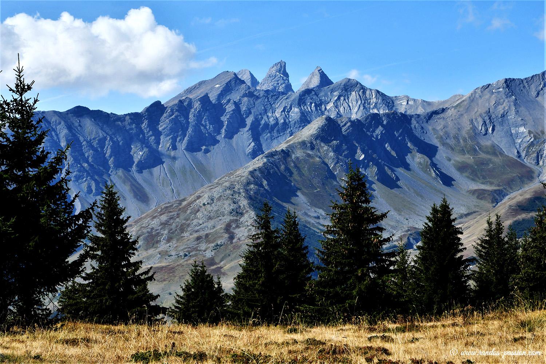Les Aiguilles d'Arves, depuis le plateau du Crey du Quard