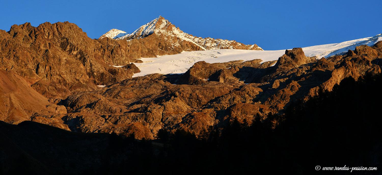 Soleil couchant sur le glacier de la Girose