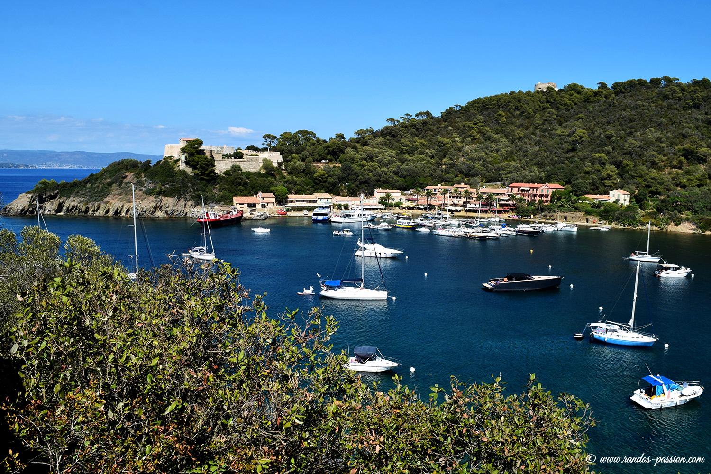 Le port et le village de Port-Cros